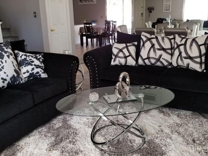 The Herrera's Elegant Home  Photo 3