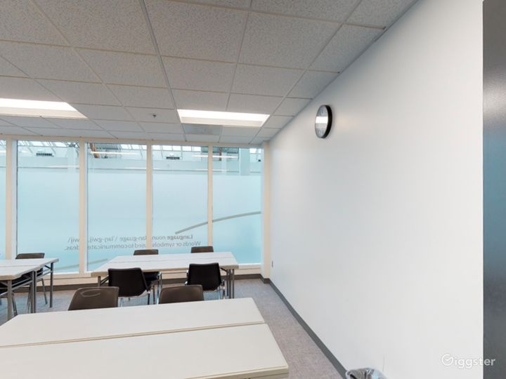 Fascinating and Spacious Classroom in Portland Photo 2