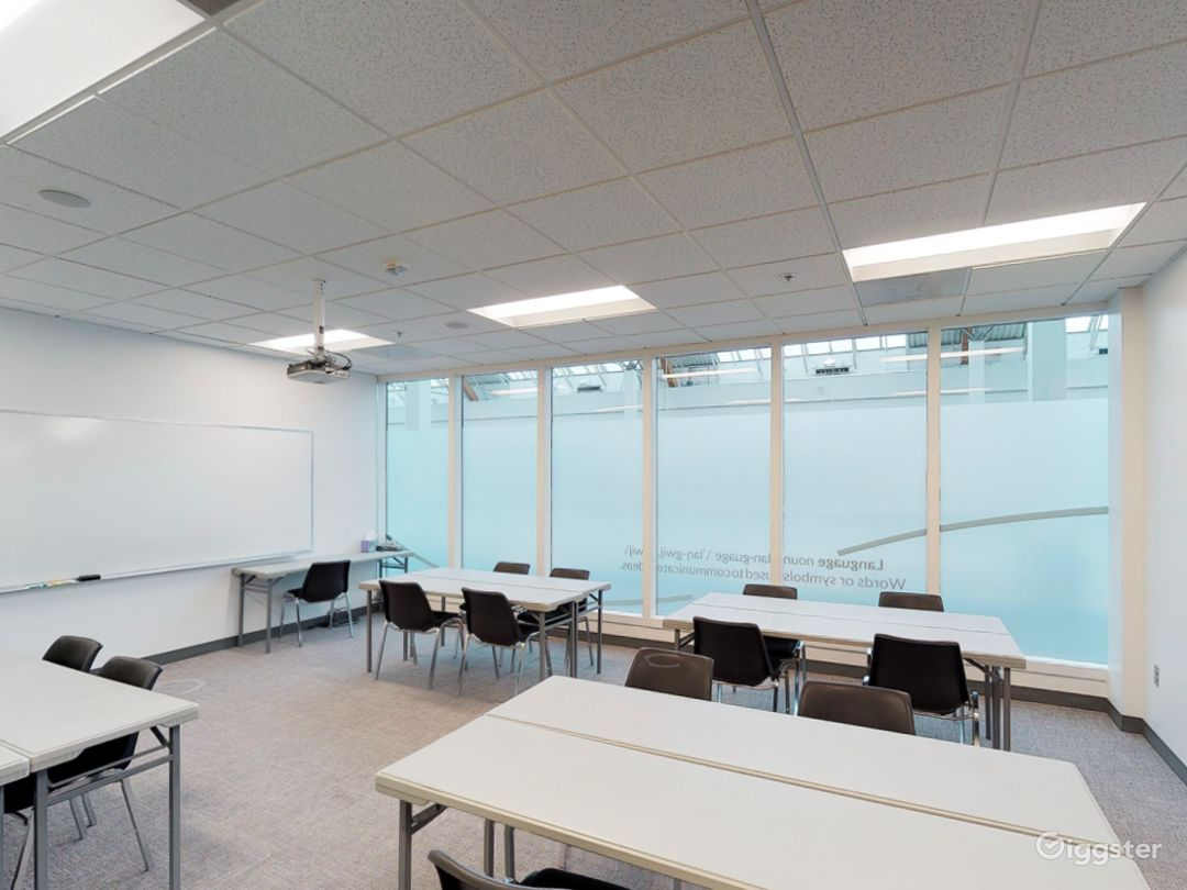 Fascinating and Spacious Classroom in Portland Photo 1