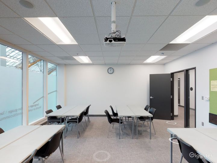 Fascinating and Spacious Classroom in Portland Photo 5