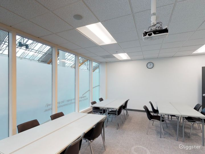 Fascinating and Spacious Classroom in Portland Photo 4