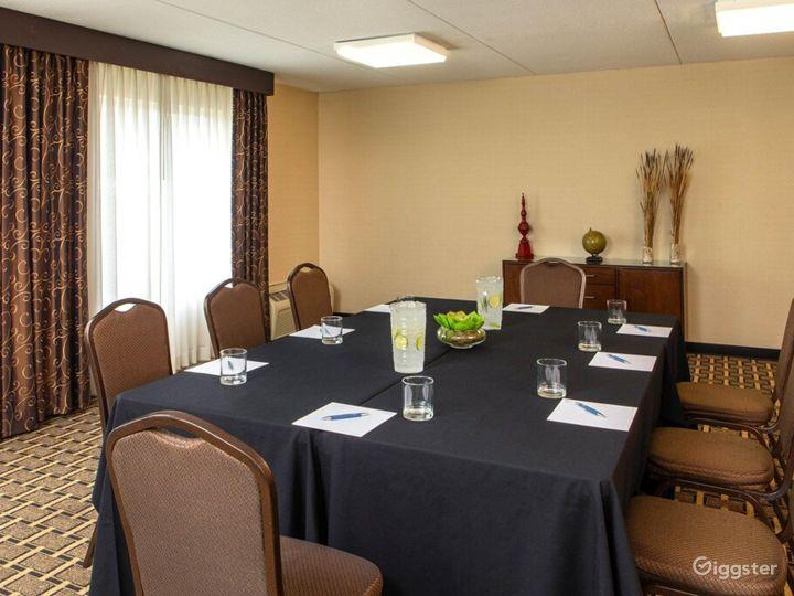 Elegant Crane Meeting Room in Kalamazoo Photo 2