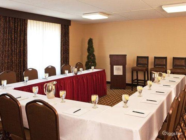 Elegant Crane Meeting Room in Kalamazoo Photo 4