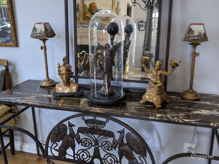 Artdeco  table and mirror in foal living roomHarand