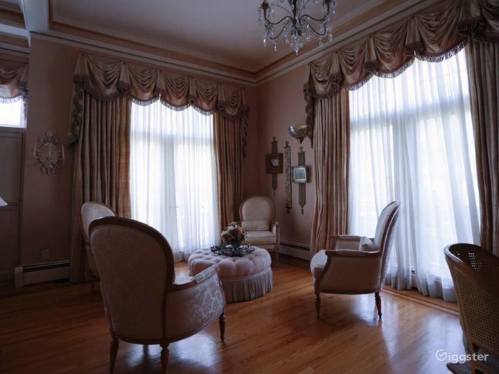 Ornate Spacious Mansion Doll House Photo 2