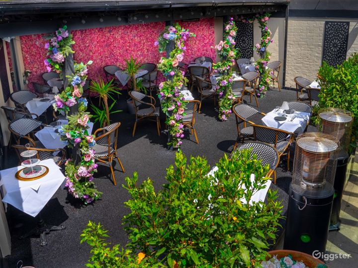Refreshing Parisian Terrace with French Furniture Photo 2