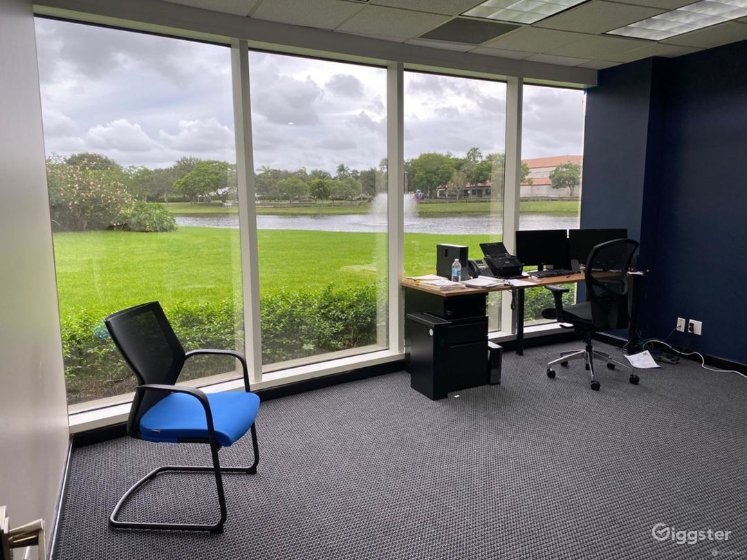 Modern Private Office Room in West Palm Beach Photo 1