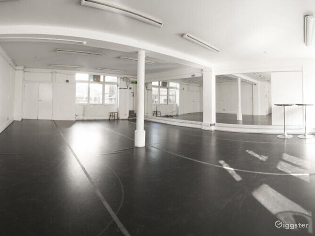 Bright and Spacious Rehearsal Room in London Photo 1