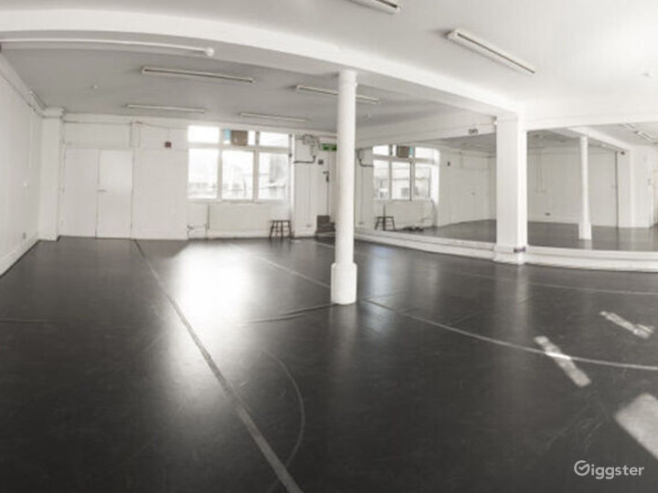 Bright and Spacious Rehearsal Room in London Photo 4
