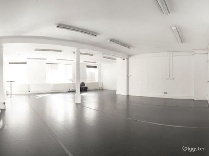 Bright and Spacious Rehearsal Room in London Photo 2