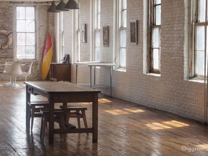 Studio with Chefs Kitchen and Exposed Brick Wall Photo 5