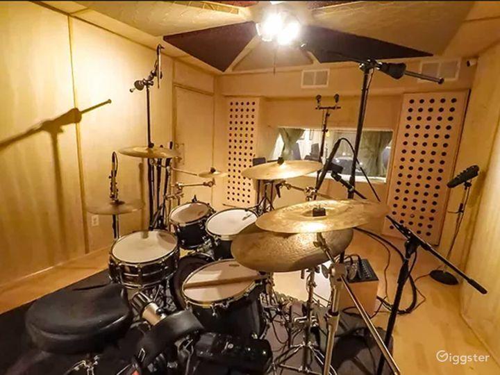 Recording Studio inside legendary Sound City Ctr Photo 2
