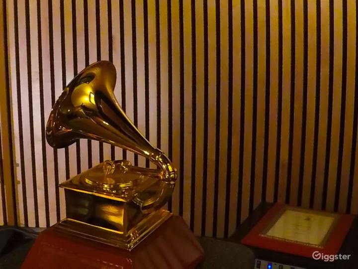 Recording Studio inside legendary Sound City Ctr Photo 5