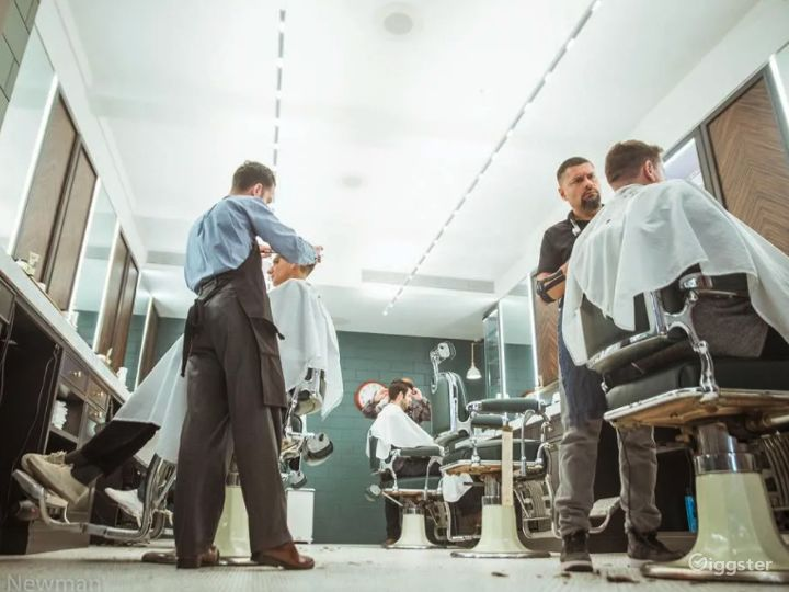 Beautiful art-deco salon / barbershop  Photo 3