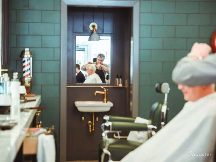Beautiful art-deco salon / barbershop  Photo 4