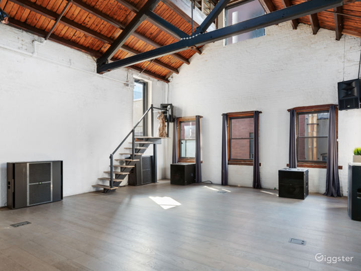 Stunning Penthouse Loft with Rooftop in LES Photo 4