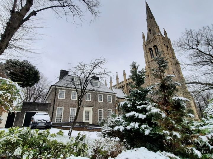 Traditional Victorian Church in London Photo 4