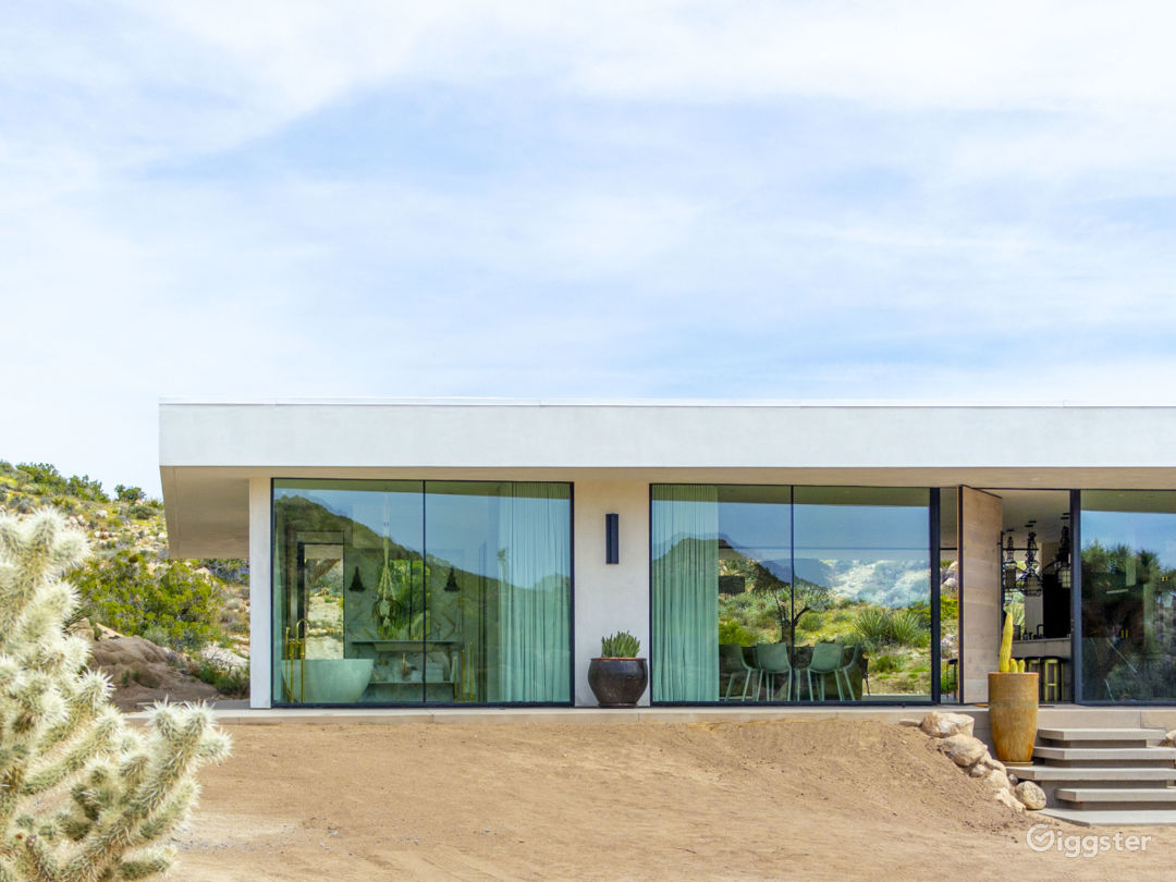 All Glass Villa in Joshua Tree Photo 3