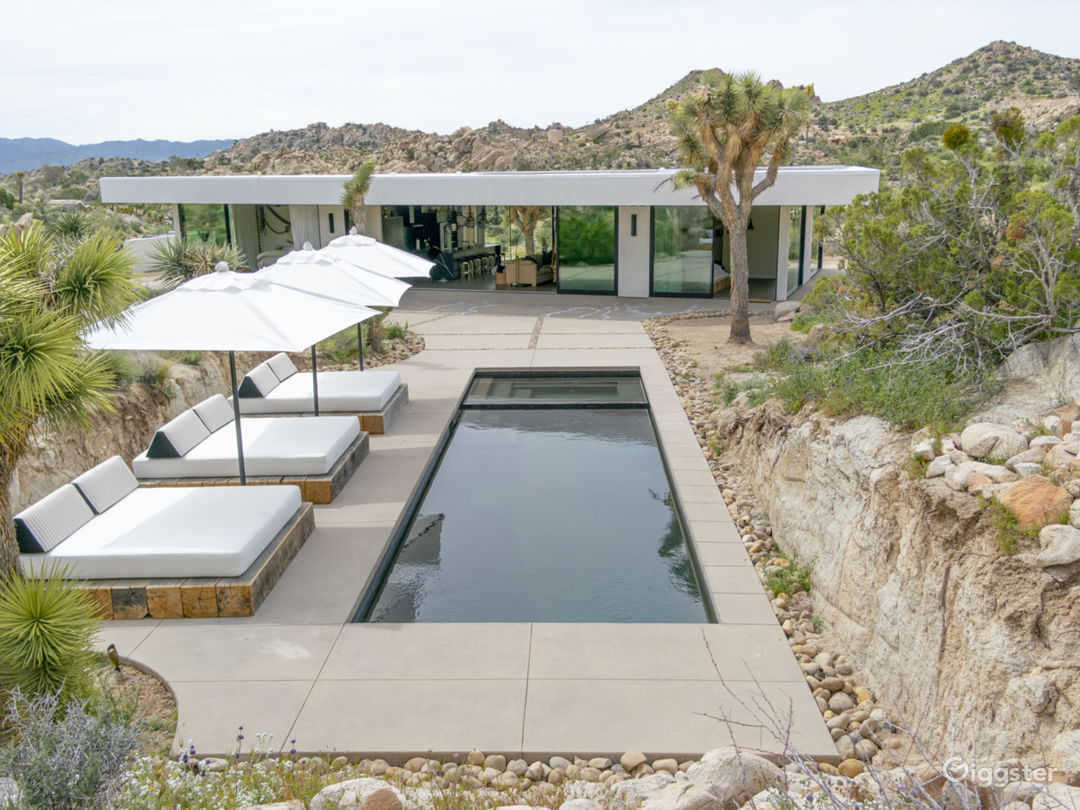 All Glass Villa in Joshua Tree Photo 1