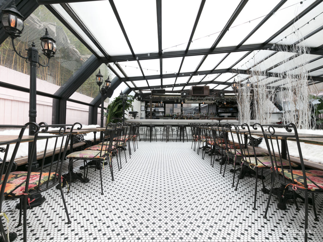 Beautiful French-Style Roof Restaurant Photo 3