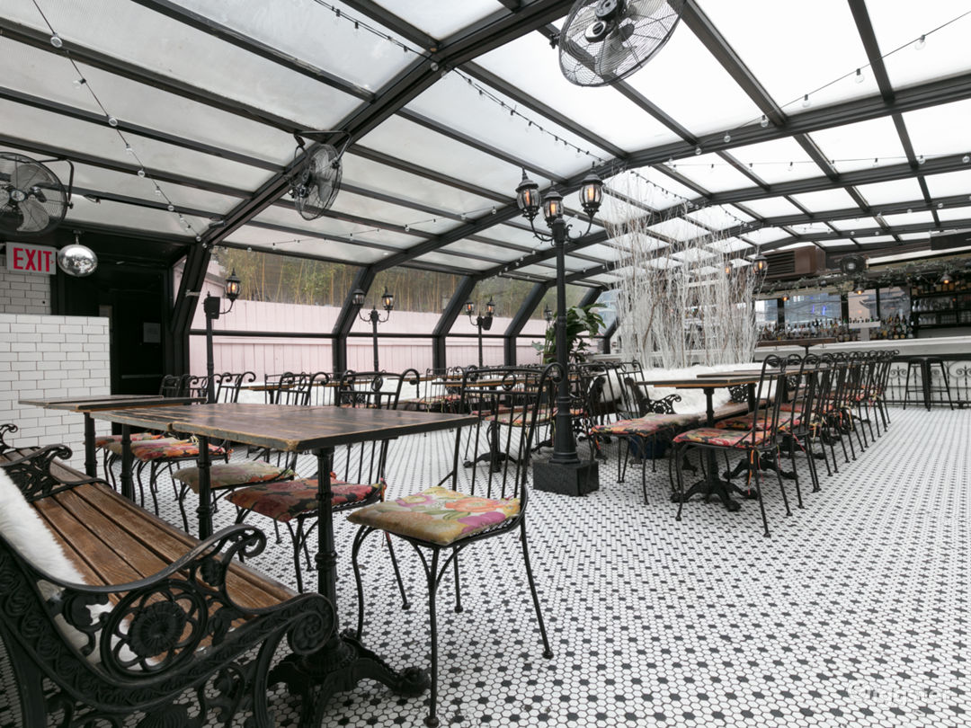 Beautiful French-Style Roof Restaurant Photo 2