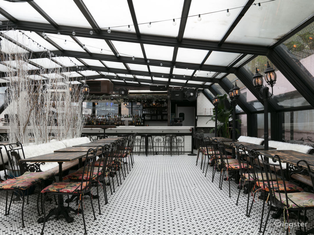 Beautiful French-Style Roof Restaurant Photo 1