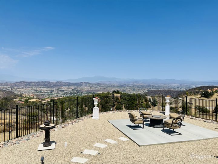 Mediterranean Mansion in the Hills. City Views! Photo 4