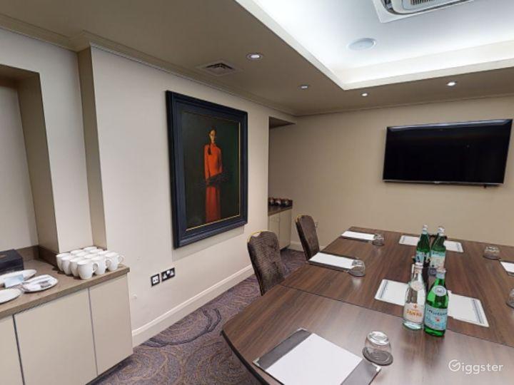 Unique Private Room 8 in Cromwell Road, London Photo 4