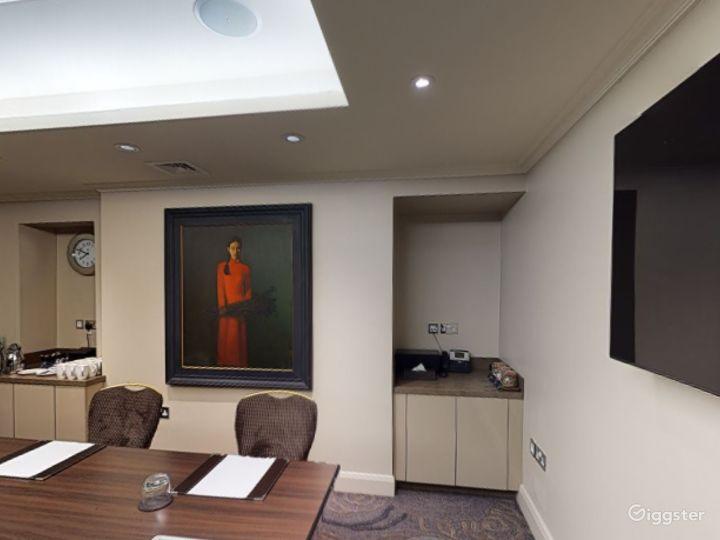 Unique Private Room 8 in Cromwell Road, London Photo 5