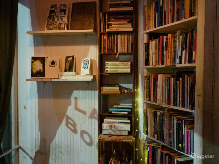 Small used bookstore, bar and cafe multi use space Photo 5