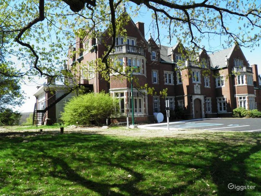 Historic Tudor Mansion Photo 1