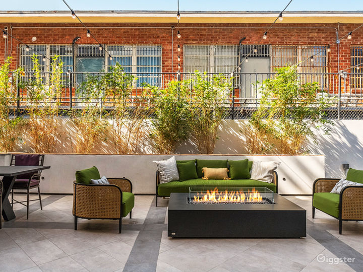 Chic Lounge, Rooftops With Views & Pool - 5000sqft Photo 2