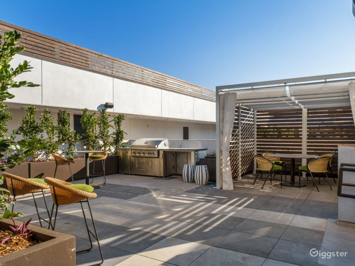Chic Lounge, Rooftops With Views & Pool - 5000sqft Photo 5