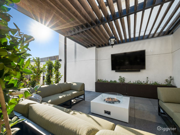 Chic Lounge, Rooftops With Views & Pool - 5000sqft Photo 4