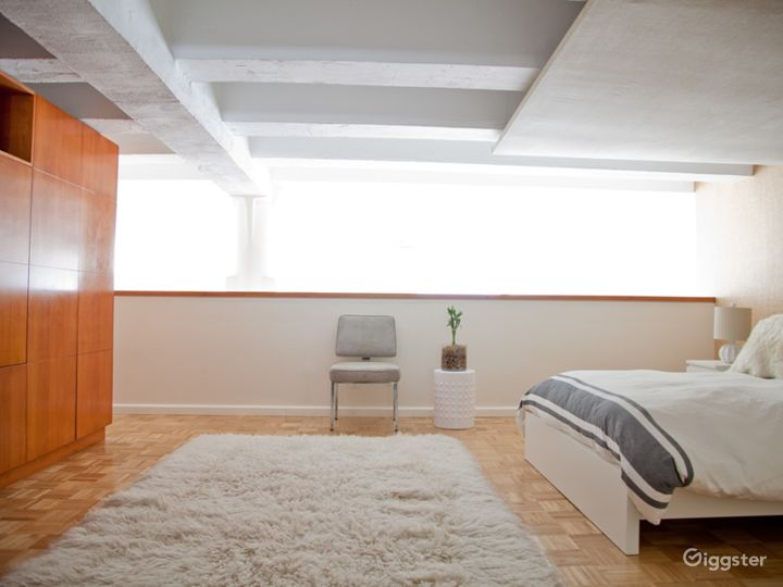 Bright modern NYC loft apartment: Location 5006 Photo 3