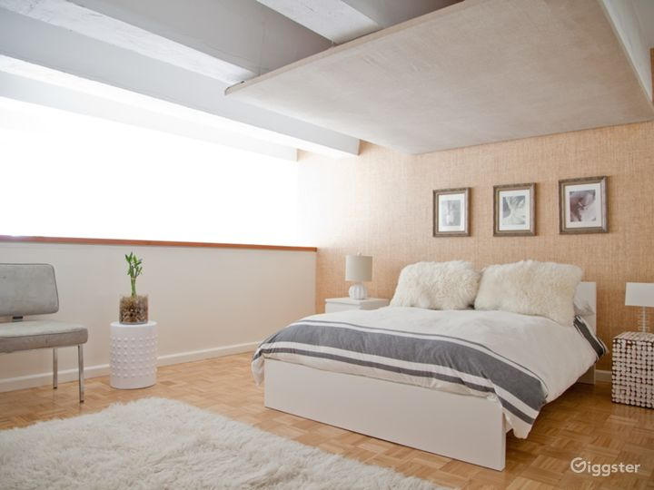 Bright modern NYC loft apartment: Location 5006 Photo 4