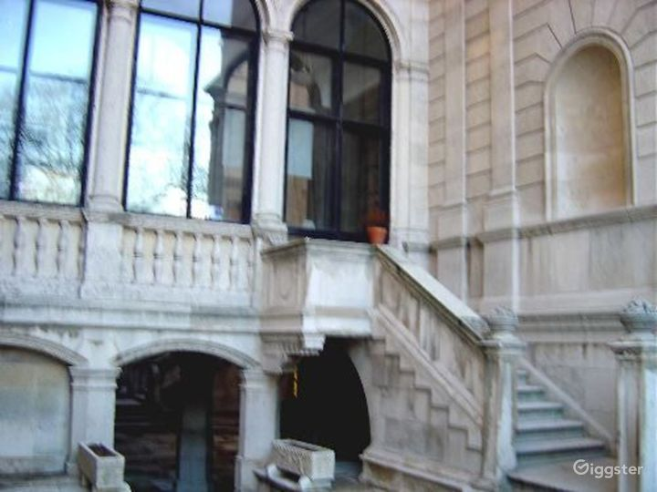 School in a NYC mansion: Location 335 Photo 2