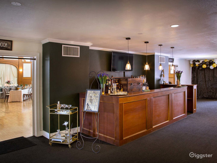 Classy Lobby with Historical Charm and Small Studio Photo 5