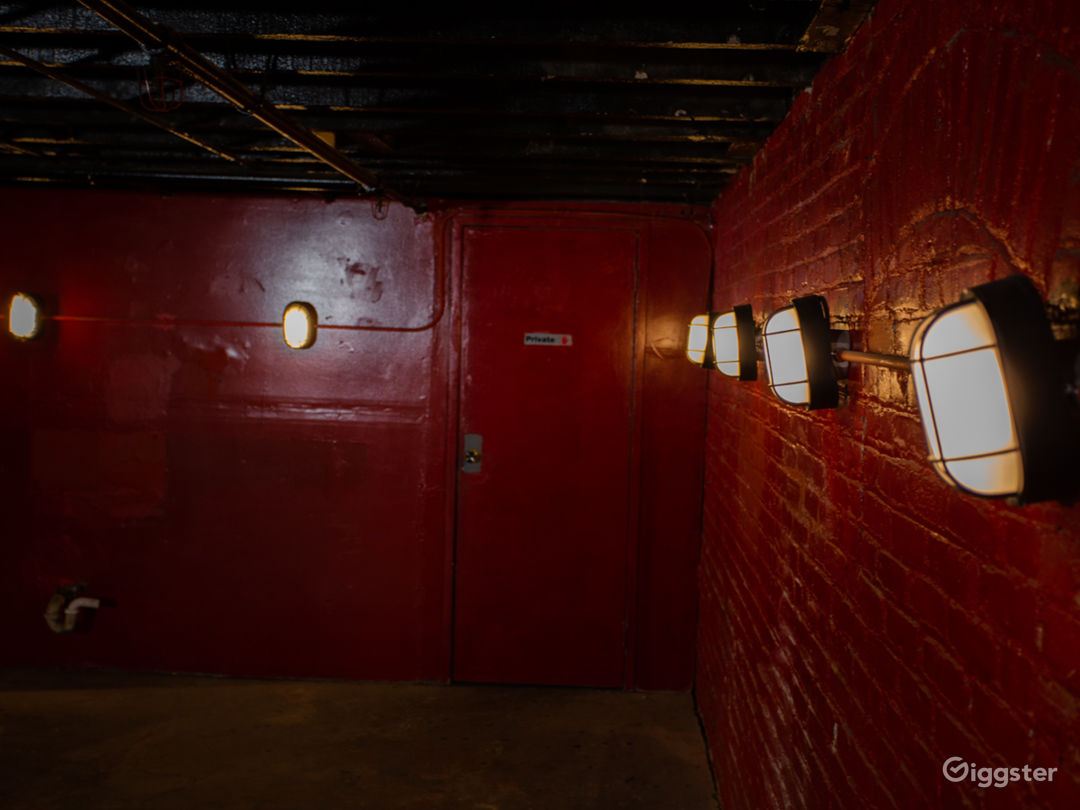 Red Warehouse Room Photo 4
