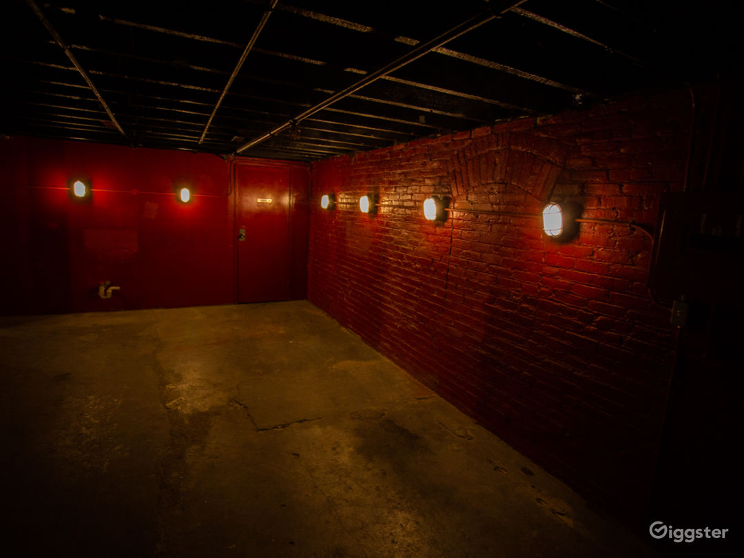 Red Warehouse Room Photo 2