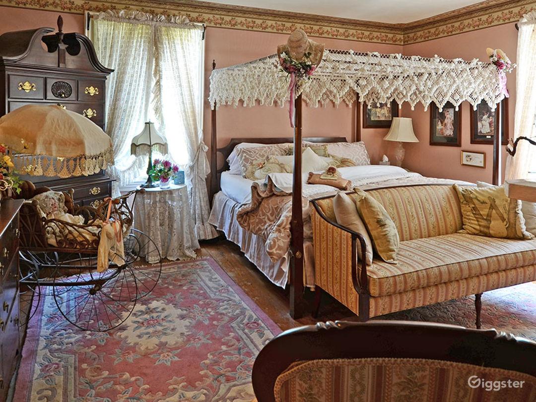 Warm and Spacious Room Photo 1
