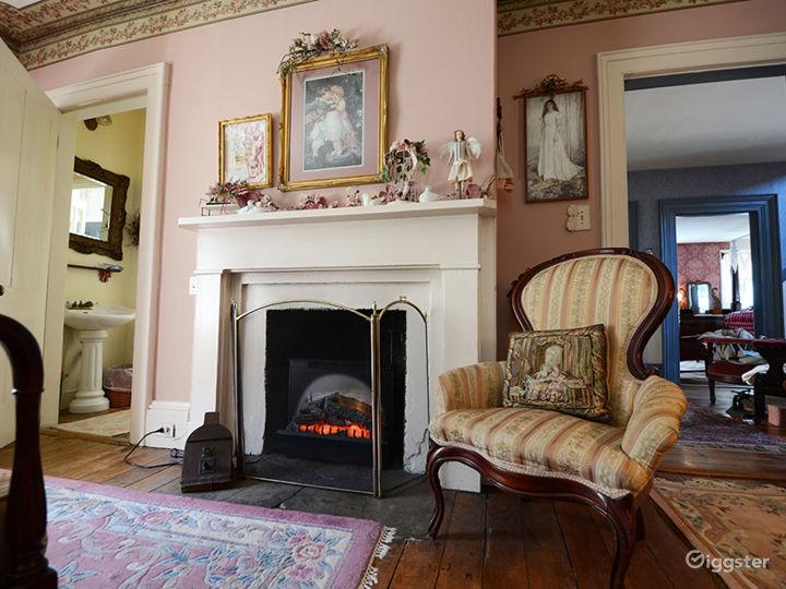Warm and Spacious Room Photo 4