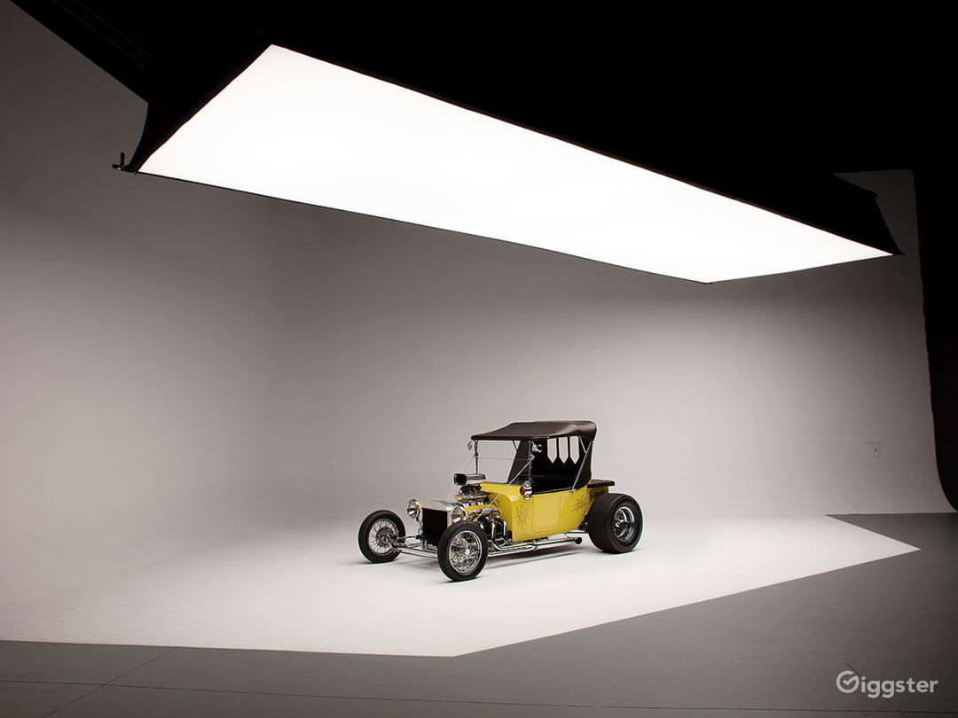 Shown with optional 10x30 Light-bank available at additional cost.
