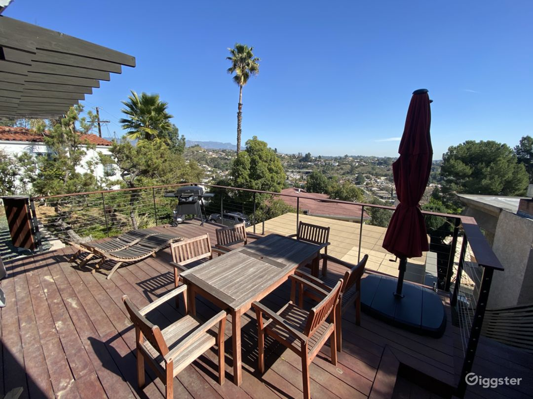 Northeast LA Writers Room/Office with views Photo 3