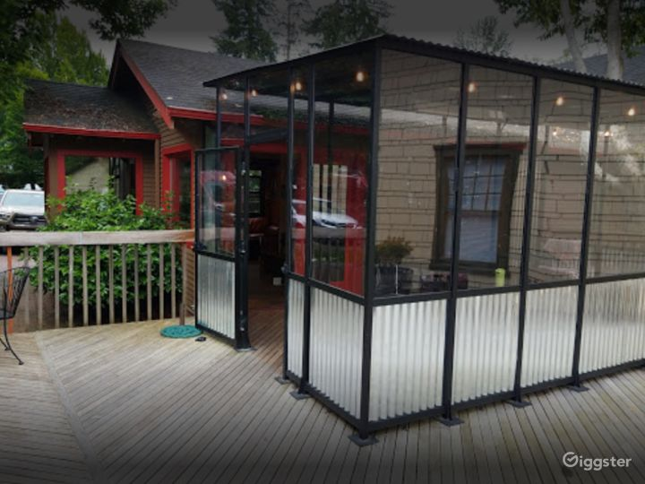 Comfortable Café Outdoor Patio in Issaquah Photo 2