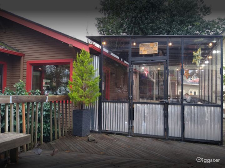 Comfortable Café Outdoor Patio in Issaquah Photo 3