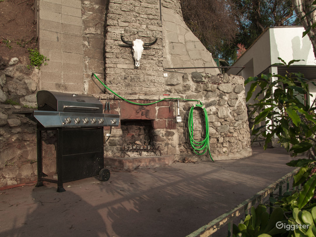 Super unique home in the Hollywood Hills! VIEWS!!! Photo 5