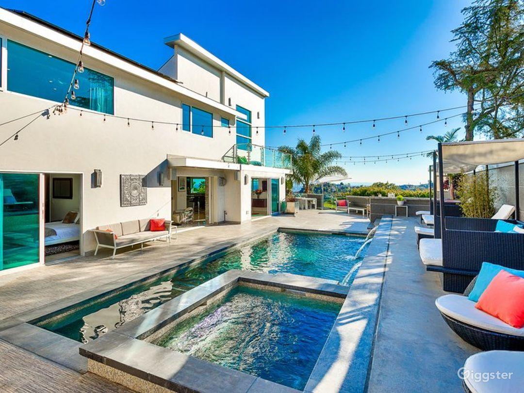 Beautiful Modern with Pool 6139 Photo 1