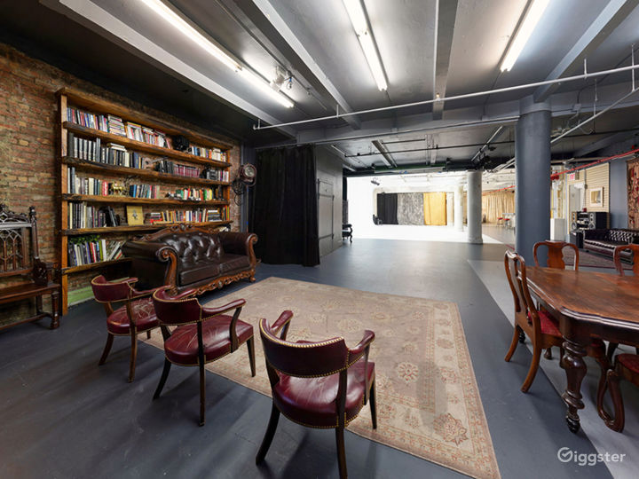 Cabinet library studio with CYC, Antique backstage