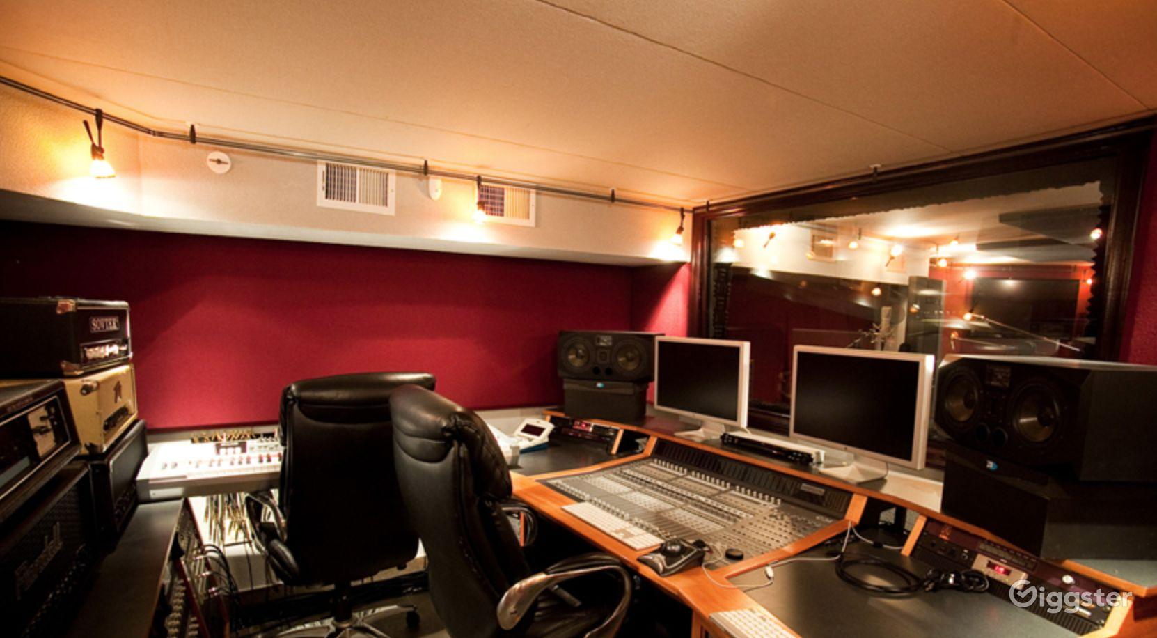 Luxury Beachfront Recording Studio in Staten Island New York Rental